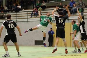 Bild, (Jutta Muck): Trotz seiner 9 Treffer konnte auch Thomas Keupp (hier im Bild mit Ball) die Niederlage in Brühl nicht verhindern